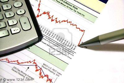 4151907-en-una-calculadora-financiera-de-hoja-impresa-con-los-gr-ficos-financieros-y-una-pluma-y-coment-la-l